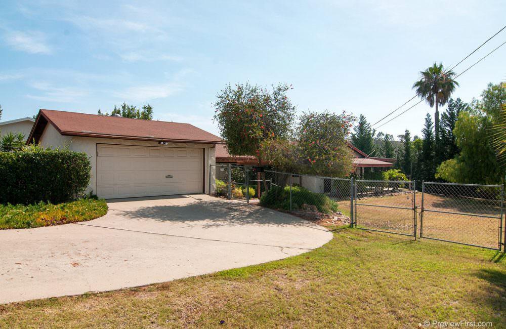 13905 Eisenhower Ave, Poway, CA 92064