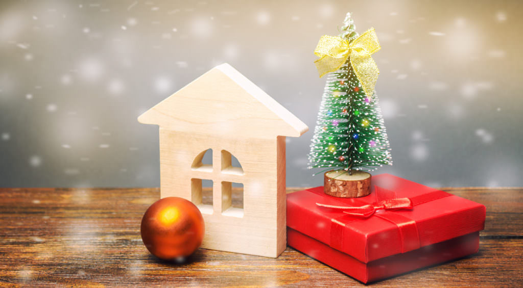 Do's and Don'ts of Hosting an Open House During the Holidays