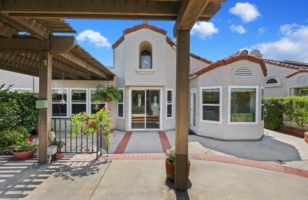 15992 Avenida Villaha 8, San Diego, CA 92128